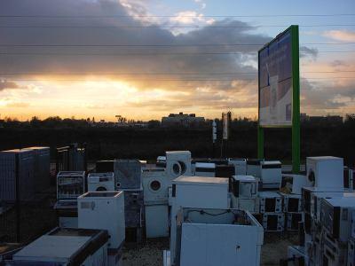 Photographie © V.Champigny – « Décharge de machines à laver au coucher de soleil » – Bordeaux CUB – septembre 1998 - (30x45 sur papier baryté, contrecollé sur plaque de Dibond)